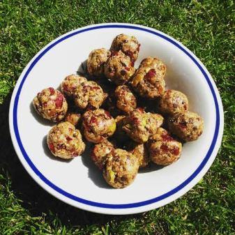 energieballetjes met pistachenootjes en veenbessen